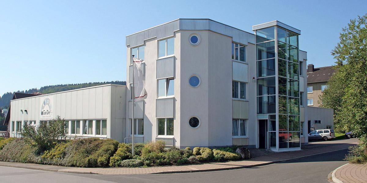 Gede Firmengebäude